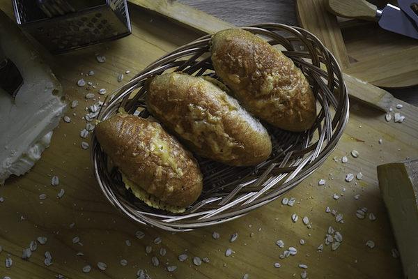 Halbweisse Butter, Milch und Käse Patschni