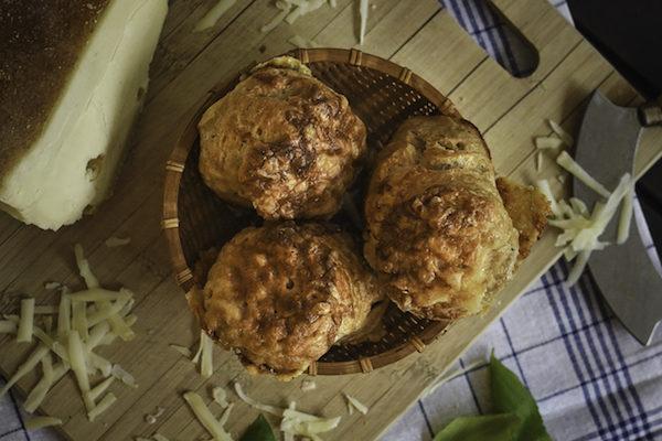 Halbweisse Butter und Käse Blätterteig Pogatschen