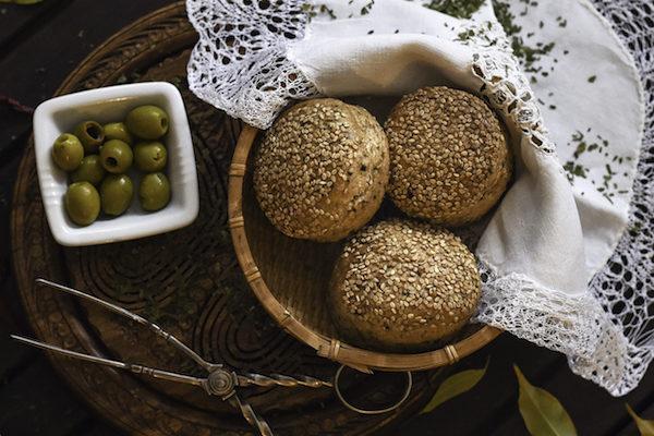 Vollkorn Bärlauch-Pogatschen mit Oliven